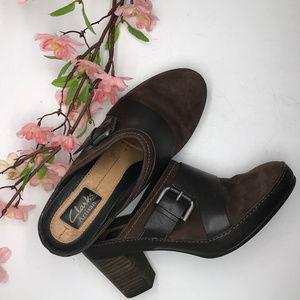 Clarks Brown / Black High Heel Clogs Mules 6 M